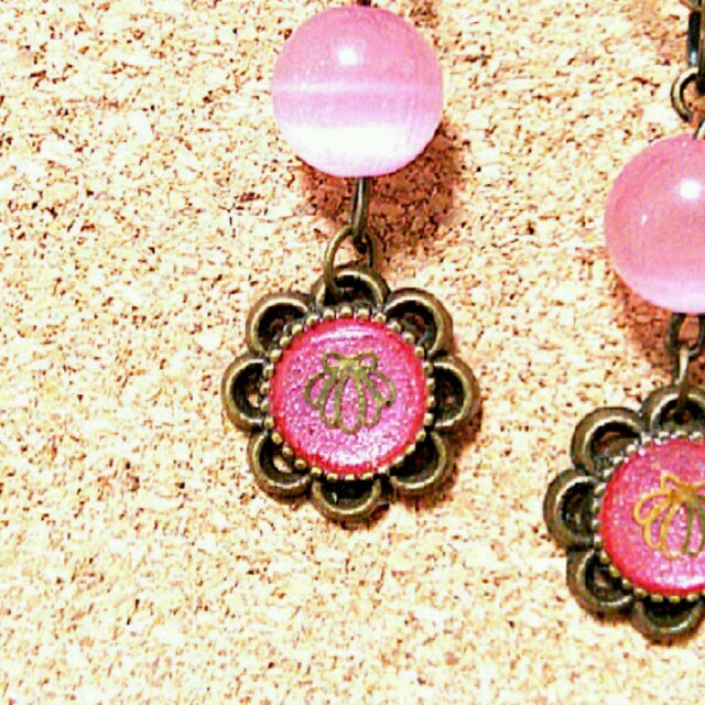 ピンクシェルのイヤリング ハンドメイドのアクセサリー(イヤリング)の商品写真