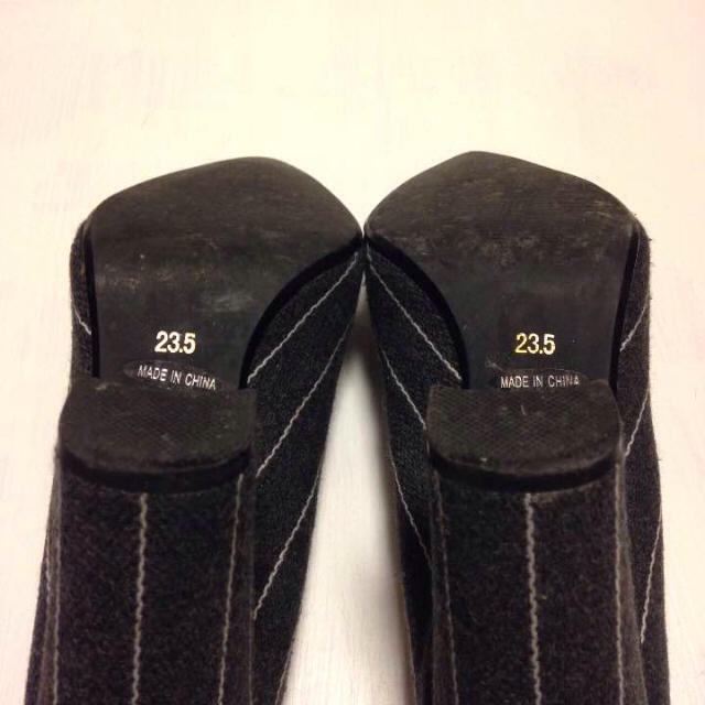 R&E(アールアンドイー)の美品 R&E ヒールパンプス 濃いめのグレー レディースの靴/シューズ(ハイヒール/パンプス)の商品写真