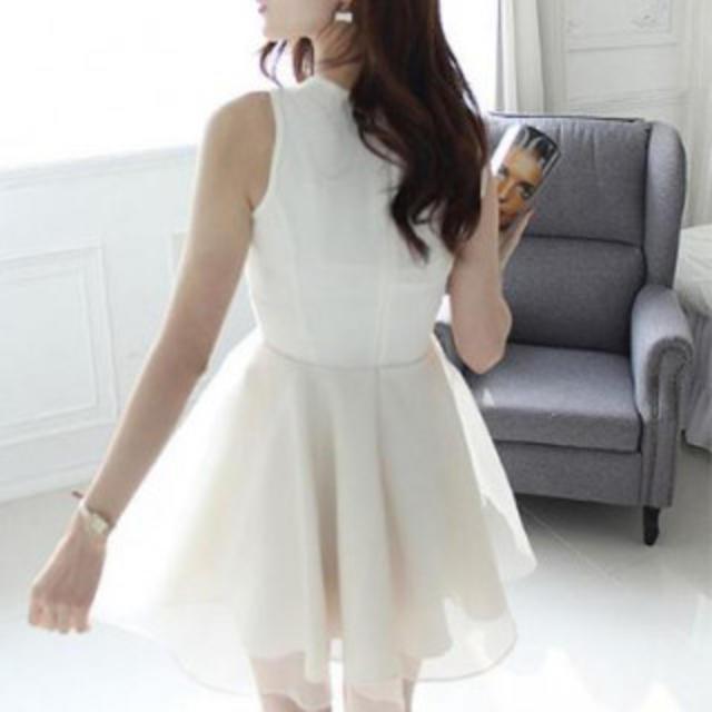 【Mサイズ/ホワイト】ワンピース ドレス ノースリーブ レース  ひざ丈 結婚式 レディースのフォーマル/ドレス(ミディアムドレス)の商品写真