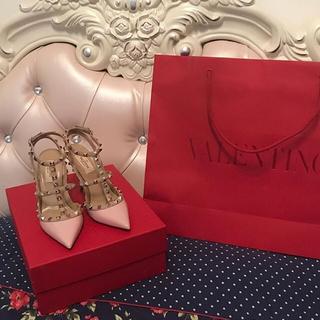 ヴァレンティノ(VALENTINO)の〈2017新作、新品未使用〉VALENTINO スタッズパンプス 36 完売商品(ハイヒール/パンプス)