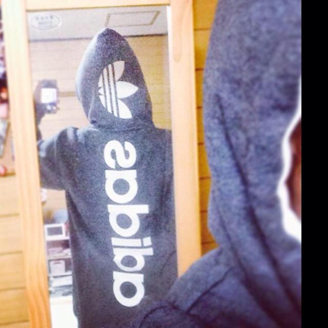 adidas(アディダス)のadidasパーカー レディースのトップス(パーカー)の商品写真