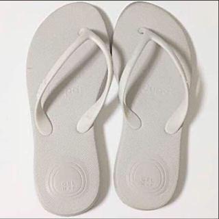 ハワイアナス(havaianas)のdupeビーチサンダル♡ホワイト♡EUR35サイズ(ビーチサンダル)