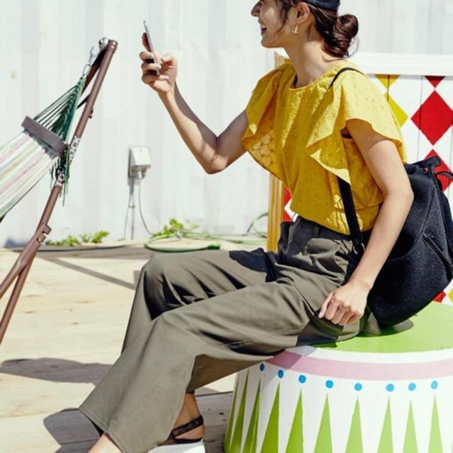 GU(ジーユー)のGU コットンレースフリルスリーブブラウス 新品未使用 レディースのトップス(シャツ/ブラウス(半袖/袖なし))の商品写真