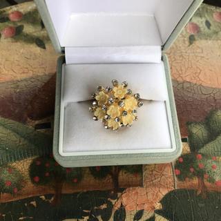 ベージュ系小花&スワロフスキー風ガラスが大人可愛い指輪(リング(指輪))