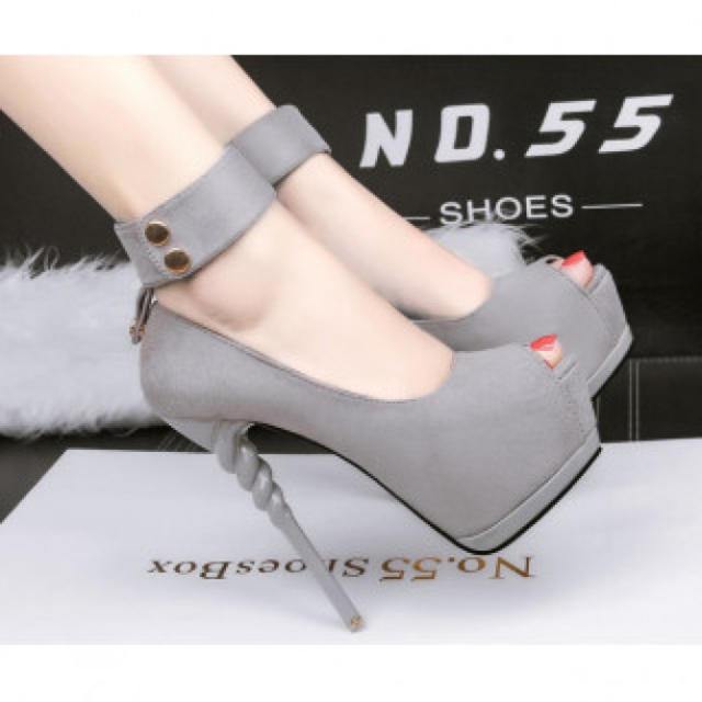 【新作】ベルト ハイヒール パンプス 高級感 グレー レディースの靴/シューズ(ハイヒール/パンプス)の商品写真