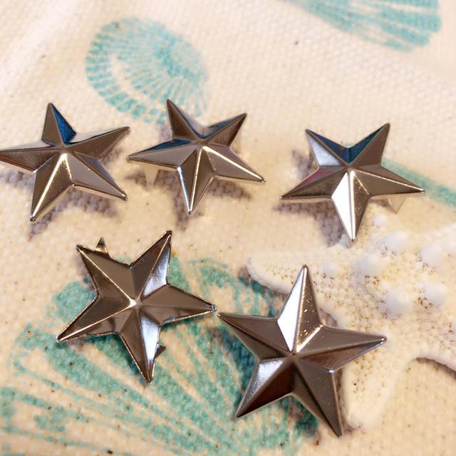 星スタッズシルバー15個入り ハンドメイドの素材/材料(各種パーツ)の商品写真