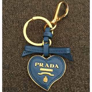 プラダ(PRADA)の✨美品✨ PRADA サフィアーノ ハート キーリング(キーホルダー)