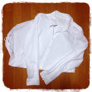 シンシア(cynthia)の♡サイドシャーリング白シャツ♡(シャツ/ブラウス(長袖/七分))