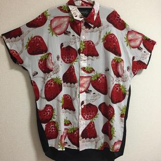 ミルクボーイ(MILKBOY)のmilkboy ホイップベリーシャツ いちご柄 ホワイト(シャツ)