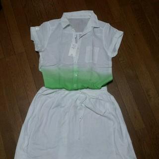 ジーユー(GU)の白とグリーン グラデーション シャツ(シャツ/ブラウス(半袖/袖なし))