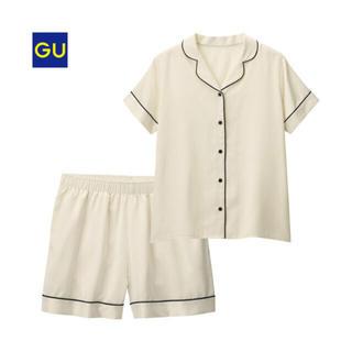 ジーユー(GU)のGU✳︎新品✳︎大人気パジャマ✳︎サテンホワイト✳︎半袖✳︎Sサイズ(パジャマ)