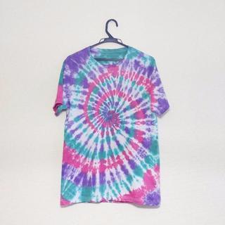 【ハンドメイド】グリーン×紫×ピンク タイダイTシャツ【ユニセックスLサイズ】(Tシャツ(半袖/袖なし))