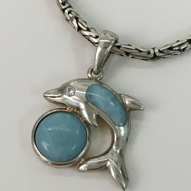 イルカのネックレス ハワイアンジュエリー レディースのアクセサリー(ネックレス)の商品写真