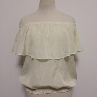 ジーユー(GU)のジーユー フリルブラウス オフショル 白 S(シャツ/ブラウス(半袖/袖なし))