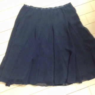 プーラフリーム(pour la frime)の紺色シフォンスカート(ひざ丈スカート)