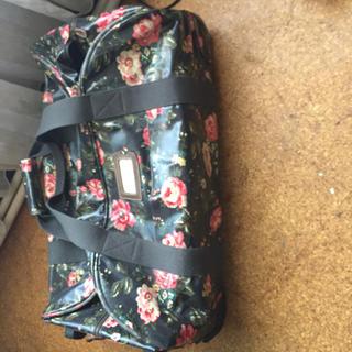 キャスキッドソン(Cath Kidston)のキャスキッドソン 花柄キャリーバッグ❤️(スーツケース/キャリーバッグ)