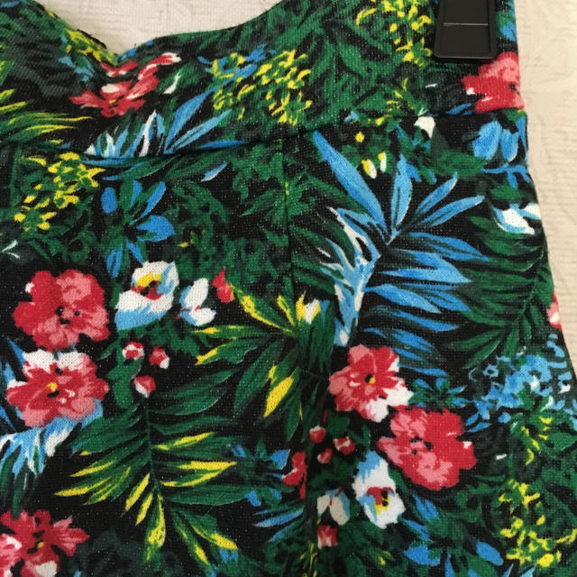 LOWRYS FARM(ローリーズファーム)のローリーズファーム★ボタニカル柄タイトスカート レディースのスカート(ミニスカート)の商品写真