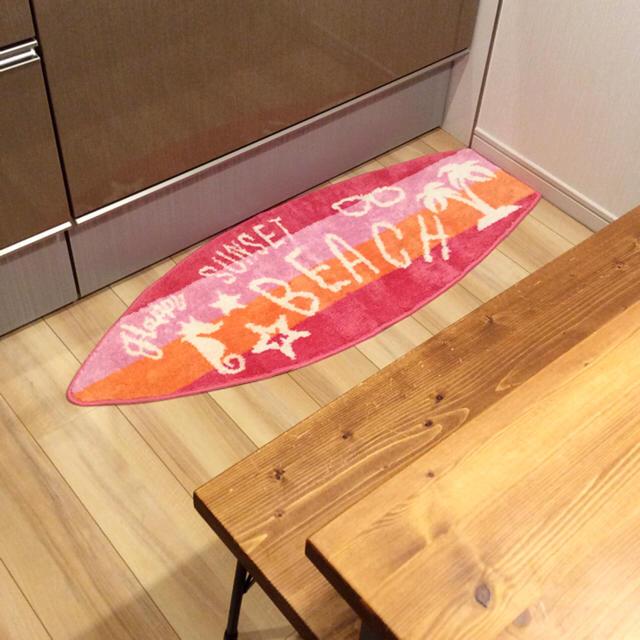 しまむら(シマムラ)の新品 送料無料 ビーチ サーフボード型 キッチンマット ピンク 120 しまむら インテリア/住まい/日用品のラグ/カーペット/マット(キッチンマット)の商品写真