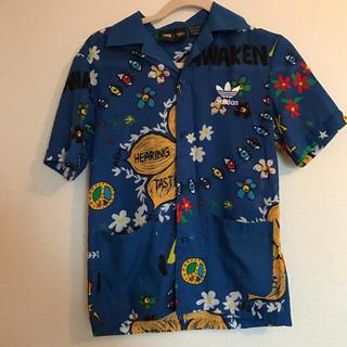アディダス(adidas)のシャツ(シャツ/ブラウス(長袖/七分))