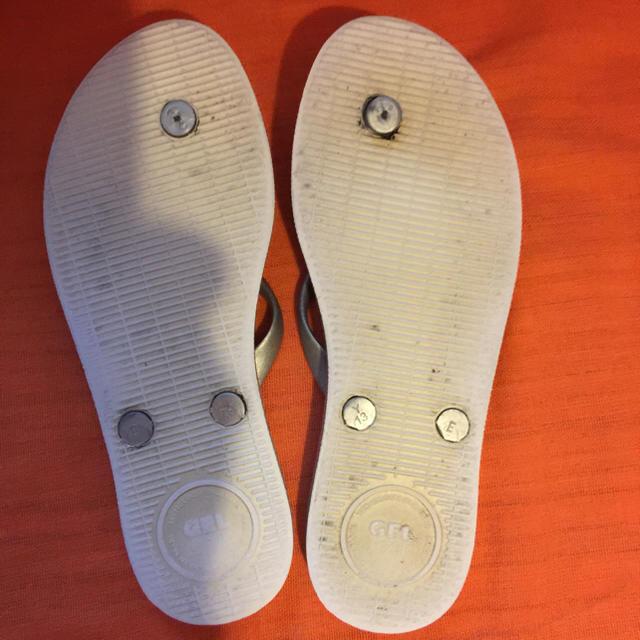 havaianas(ハワイアナス)の激レアカラーのシルバー 人気 dupe デュペ ビーチサンダル 24センチ☆ レディースの靴/シューズ(ビーチサンダル)の商品写真