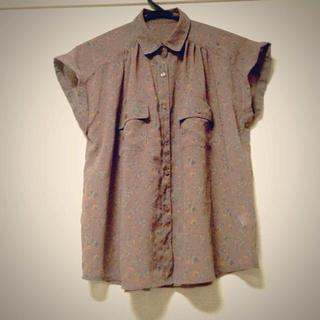 ジーユー(GU)の小花柄シフォンシャツ(シャツ/ブラウス(半袖/袖なし))