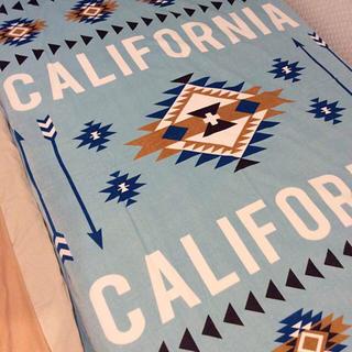 シマムラ(しまむら)の新品☆ 送料無料 カリフォルニア オルテガ柄 タオルケット マット しまむら(毛布)