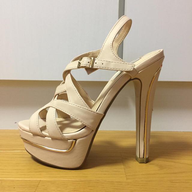 R&E(アールアンドイー)のR&E❤️ベージュクロスサンダル✨ゴールドライン✨S.22.5cm レディースの靴/シューズ(サンダル)の商品写真