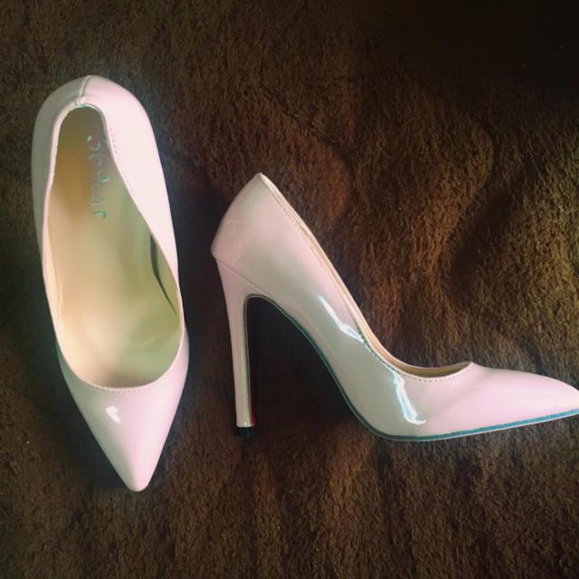 ピンクベージュ パンプス レッドソール レディースの靴/シューズ(ハイヒール/パンプス)の商品写真