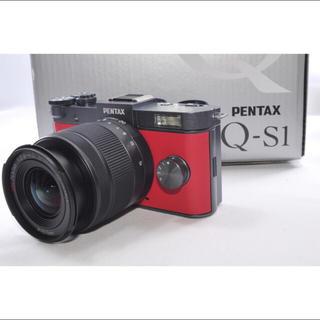 ペンタックス(PENTAX)の可愛い❤️レッド×ブラック❤️ ペンタックス Q-S1レンズキット⭐︎(ミラーレス一眼)