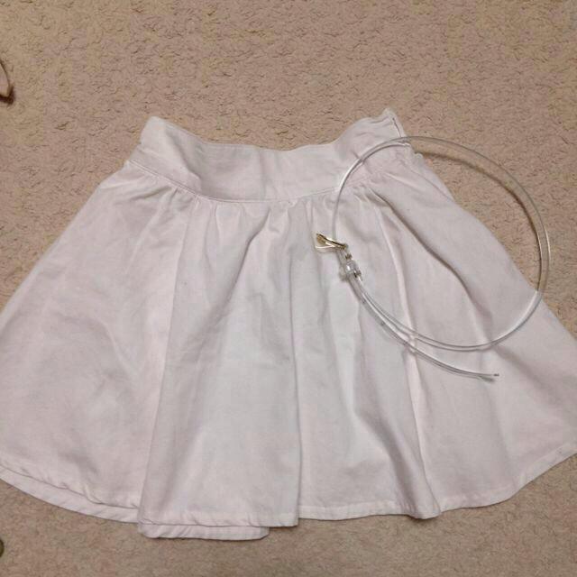 one after another NICE CLAUP(ワンアフターアナザーナイスクラップ)のS/S ホワイトデニムフレアスカート♡ レディースのスカート(ミニスカート)の商品写真