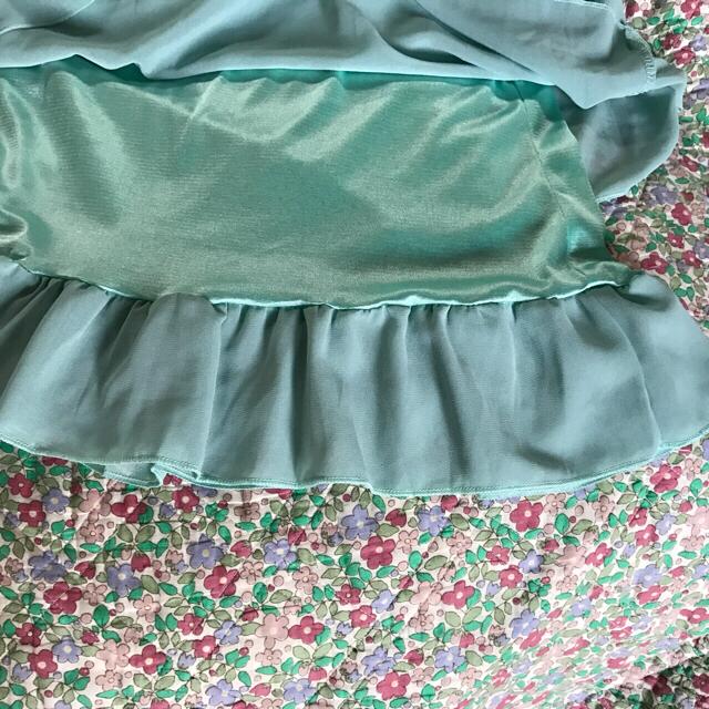 専用ページ・ブラウス白、グリーン2枚セット レディースのトップス(シャツ/ブラウス(半袖/袖なし))の商品写真