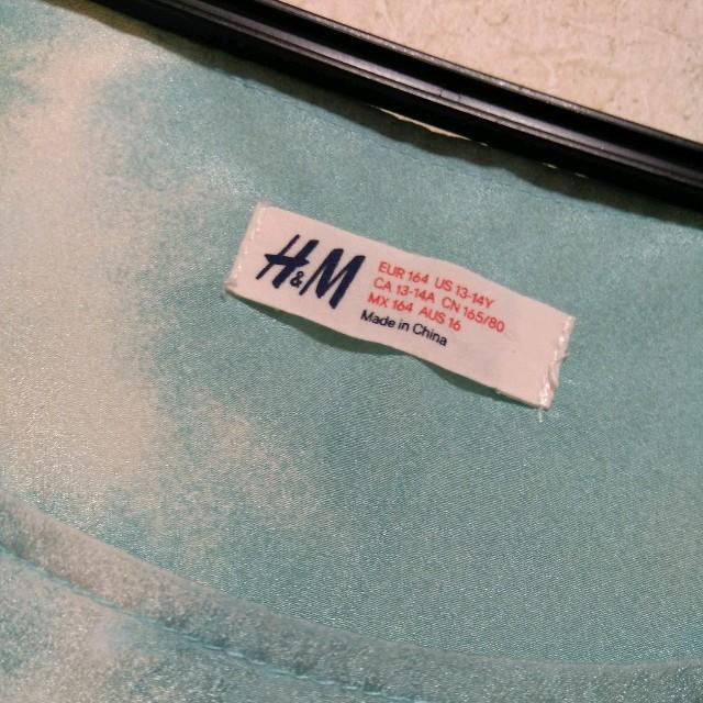 H&M(エイチアンドエム)のH&Mブルートップス レディースのトップス(カットソー(半袖/袖なし))の商品写真