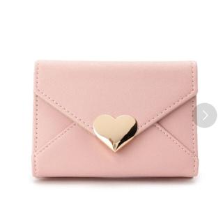 ジエンポリアム(THE EMPORIUM)のメタルハートフラップ折り畳み財布(ピンク)(財布)