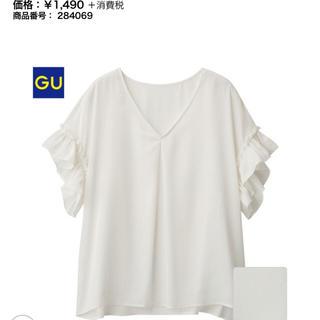 ジーユー(GU)のサテンラッフルブラウス(半袖)NU(シャツ/ブラウス(半袖/袖なし))