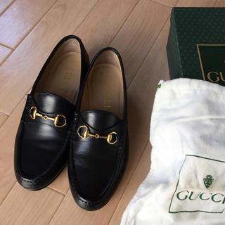 グッチ(Gucci)の美品 グッチ ホースビットローファー 38C 黒(ローファー/
