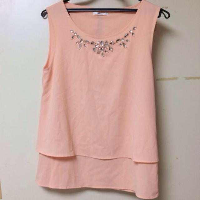 MURUA(ムルーア)のムルーア ビジュー付きピンクトップス レディースのトップス(シャツ/ブラウス(半袖/袖なし))の商品写真
