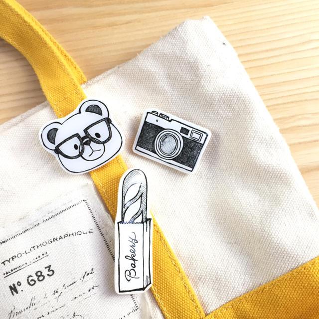 プラバンブローチ|手書き風モノクロイラスト ハンドメイドのアクセサリー(コサージュ/ブローチ)の商品写真