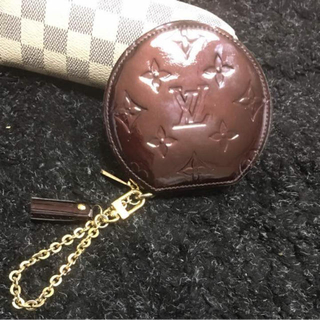 ルイヴィトン(LOUIS VUITTON)の⭐︎LOUIS VUITTONチャーム付きコインケース☆正規品⭐︎(財布)