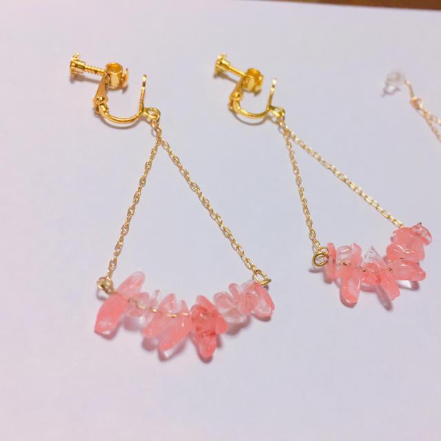 揺れる天然石ピアス(ピンク) ハンドメイドのアクセサリー(ピアス)の商品写真
