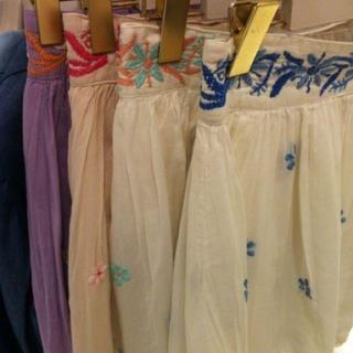 マーキュリーデュオ(MERCURYDUO)のmercury配色ハンド刺繍スカート(ミニスカート)