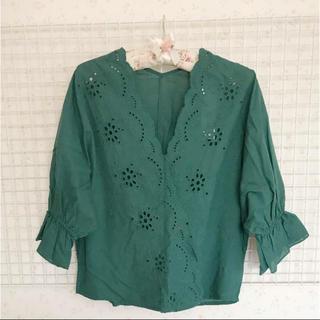 ジーユー(GU)のスカラップシャツ(シャツ/ブラウス(半袖/袖なし))