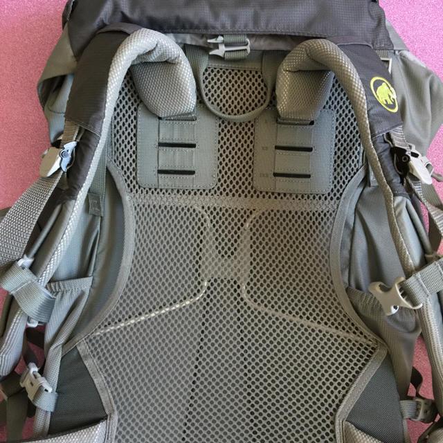 Mammut(マムート)のほぼ新品MAMMUTザック28L【レディース】 スポーツ/アウトドアのアウトドア(登山用品)の商品写真