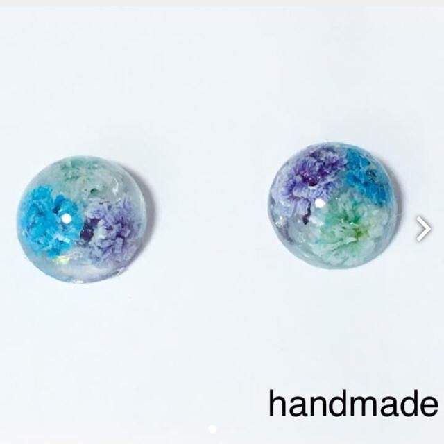 ブルーかすみ草ピアス ハンドメイドのアクセサリー(ピアス)の商品写真