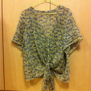 ジーユー(GU)の花柄シフォンブラウス Sサイズ(シャツ/ブラウス(半袖/袖なし))