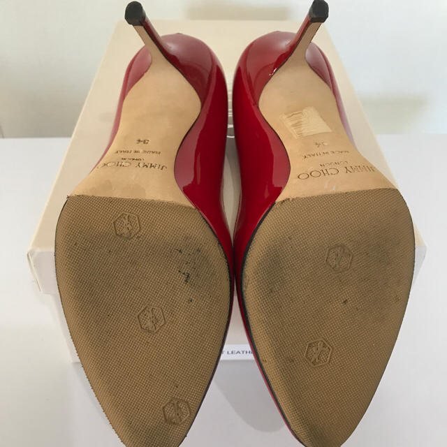 JIMMY CHOO(ジミーチュウ)のJIMMY CHOO ジミーチュウ パテントレザー パンプス 8.5㎝ヒール レディースの靴/シューズ(ハイヒール/パンプス)の商品写真