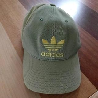 アディダス(adidas)のアディダス キャップ グリーン ロゴ入り 刺繍(キャップ)
