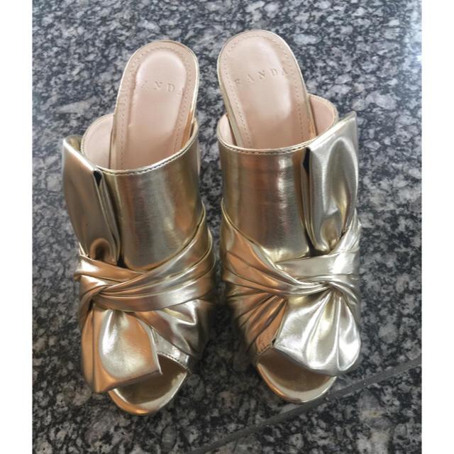 RANDA(ランダ)のRANDA  ゴールドのミュール レディースの靴/シューズ(サンダル)の商品写真