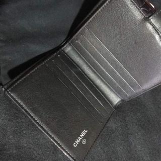 CHANEL(シャネル)のCHANEL カメリア エナメル 折財布 美品 正規品 レディースのファッション小物(財布)の商品写真