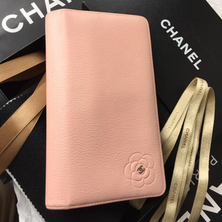 CHANEL(シャネル)の大人可愛い⭐︎CHANEL長財布🌸カメリア🌸シルバーCCマーク☆ベビーピンク レディースのファッション小物(財布)の商品写真