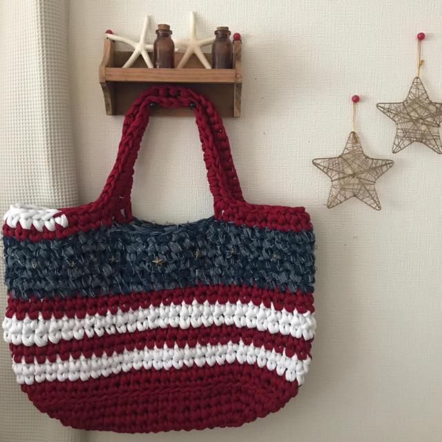 ズパゲッティバッグ 星条旗風 赤×デニム 星スタッズ  大きめトート ハンドメイドのファッション小物(バッグ)の商品写真